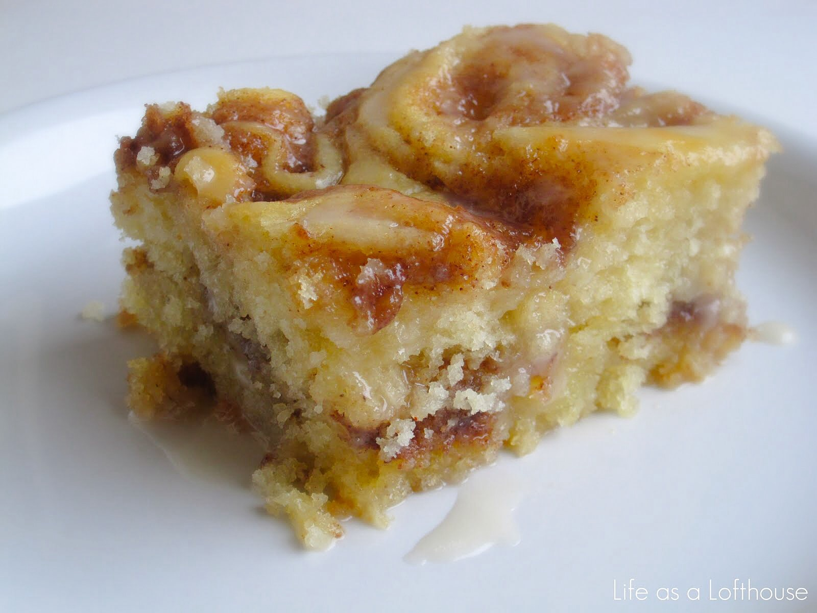 I Cinnamon Rolls And Cake Put Those Two Together This Is What You Ll Have My Friends Absolutely Delicious