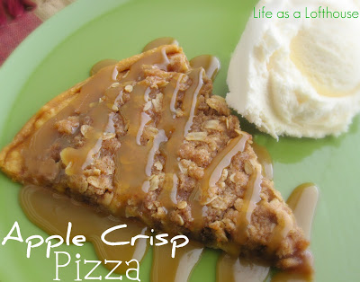 Apple Crisp Pizza is apples, cinnamon, and sugary oats over a flaky pie crust. Life-in-the-Lofthouse.com