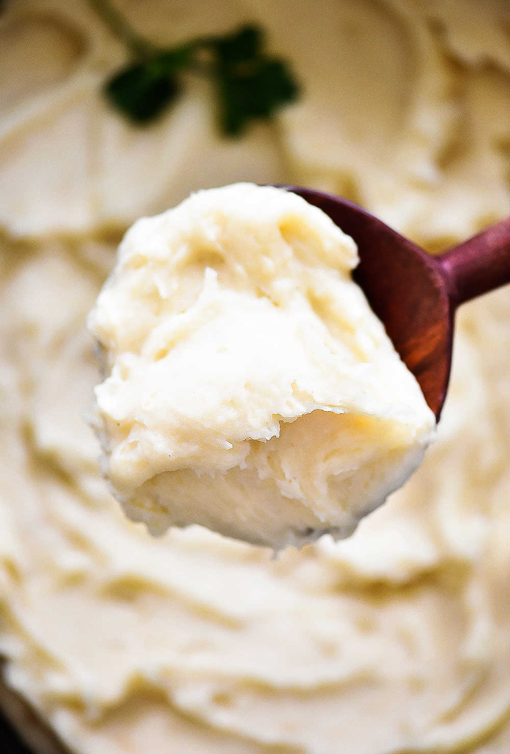 Creamy mashed potatoes cooked in the crock pot/ slow cooker. Life-in-the-Lofthouse.com