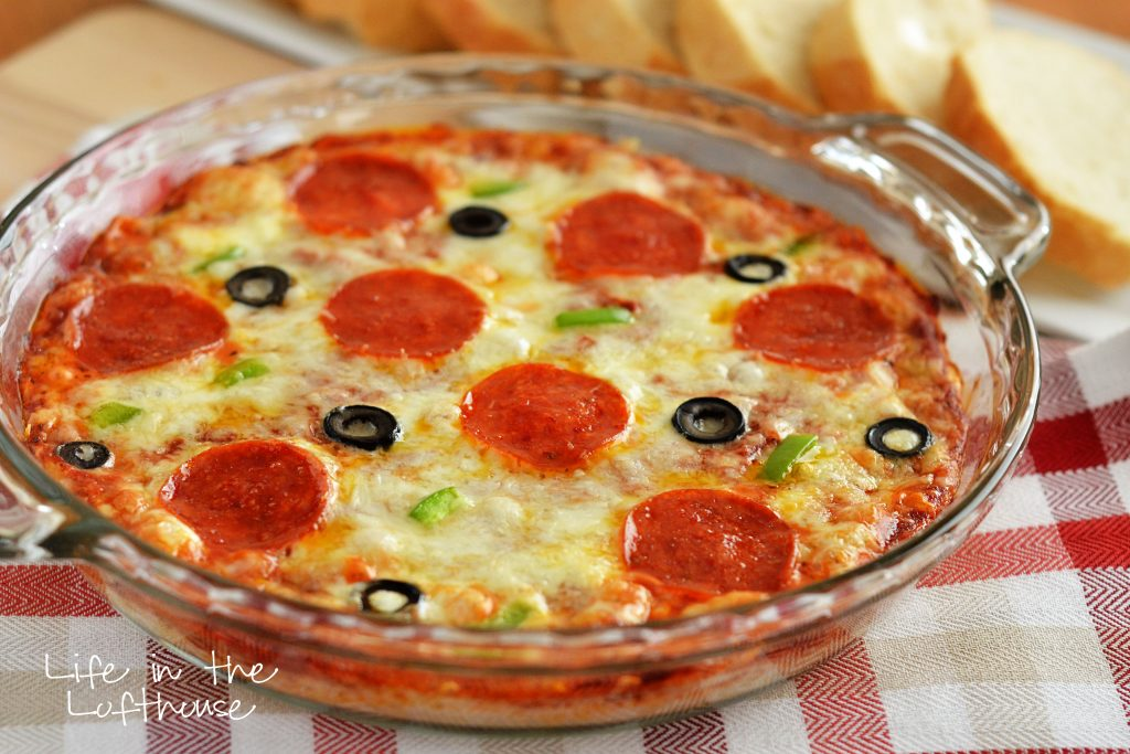 This Warm Pizza Dip is full of cheese, pizza sauce and all your favorite pizza toppings. Life-in-the-Lofthouse.com