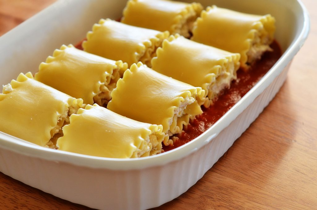 Margherita chicken lasagna rolls have everything you find in traditional lasagna- noodles, cheese, marinara andchicken. Life-in-the-Lofthouse.com