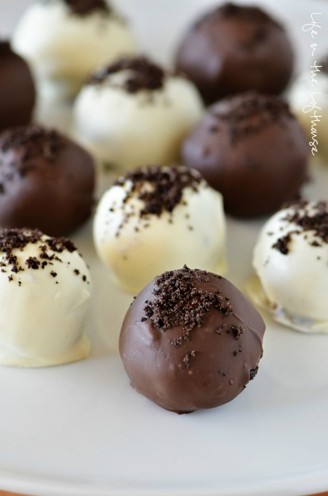 These Oreo Truffles have a soft center that's full of Oreo chocolate goodness and cream cheese then coated in a hard chocolate. Life-in-the-Lofthouse.com