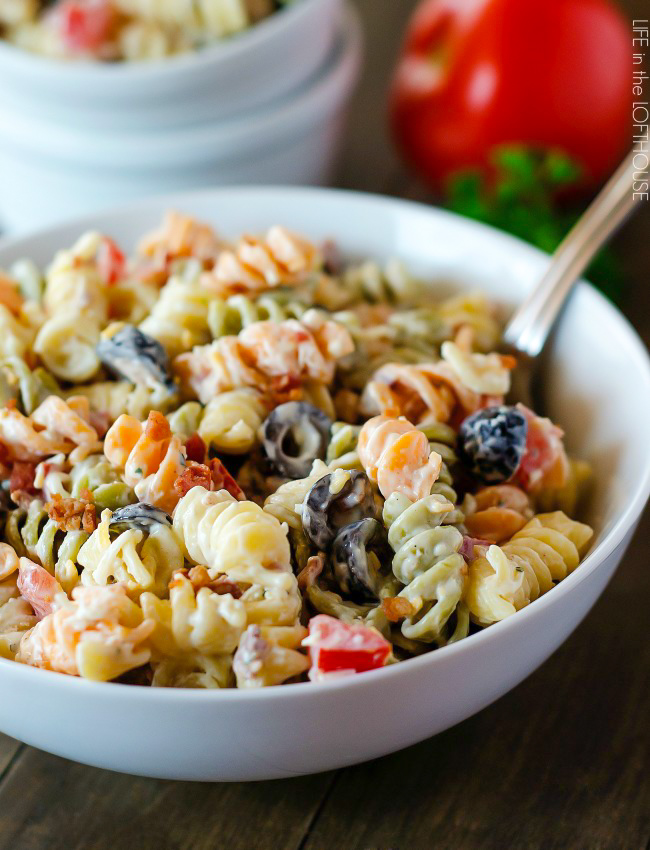 Tender pasta is coated in creamy ranch dressing, bacon and lots of other goodies in this Bacon Ranch Pasta Salad. Life-in-the-Lofthouse.com
