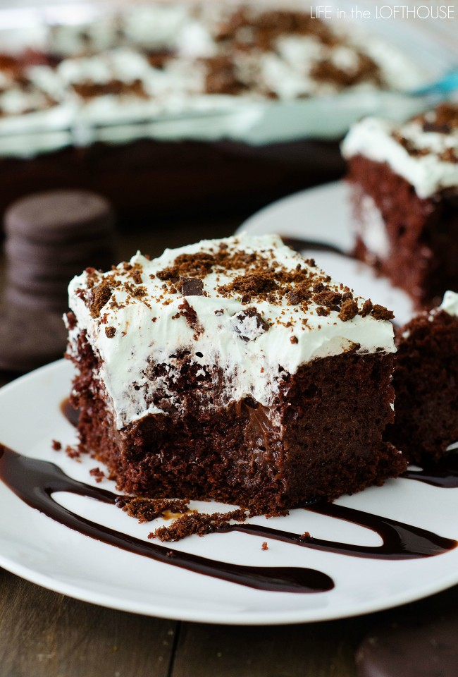 Thin-Mint-Choc-Poke-Cake1