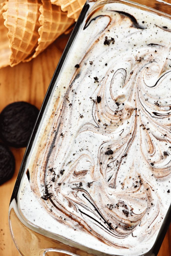 This Oreo ice cream is delicious and creamy with swirls of fudge through out and requires no machine. Life-in-the-Lofthouse.com
