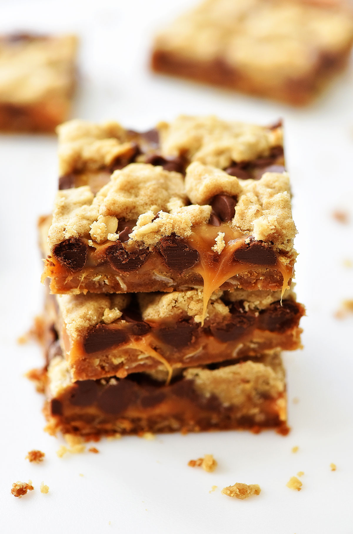 These Binge Bars have an oatmeal cookie crust with chocolate and caramel layers. Life-in-the-Lofthouse.com