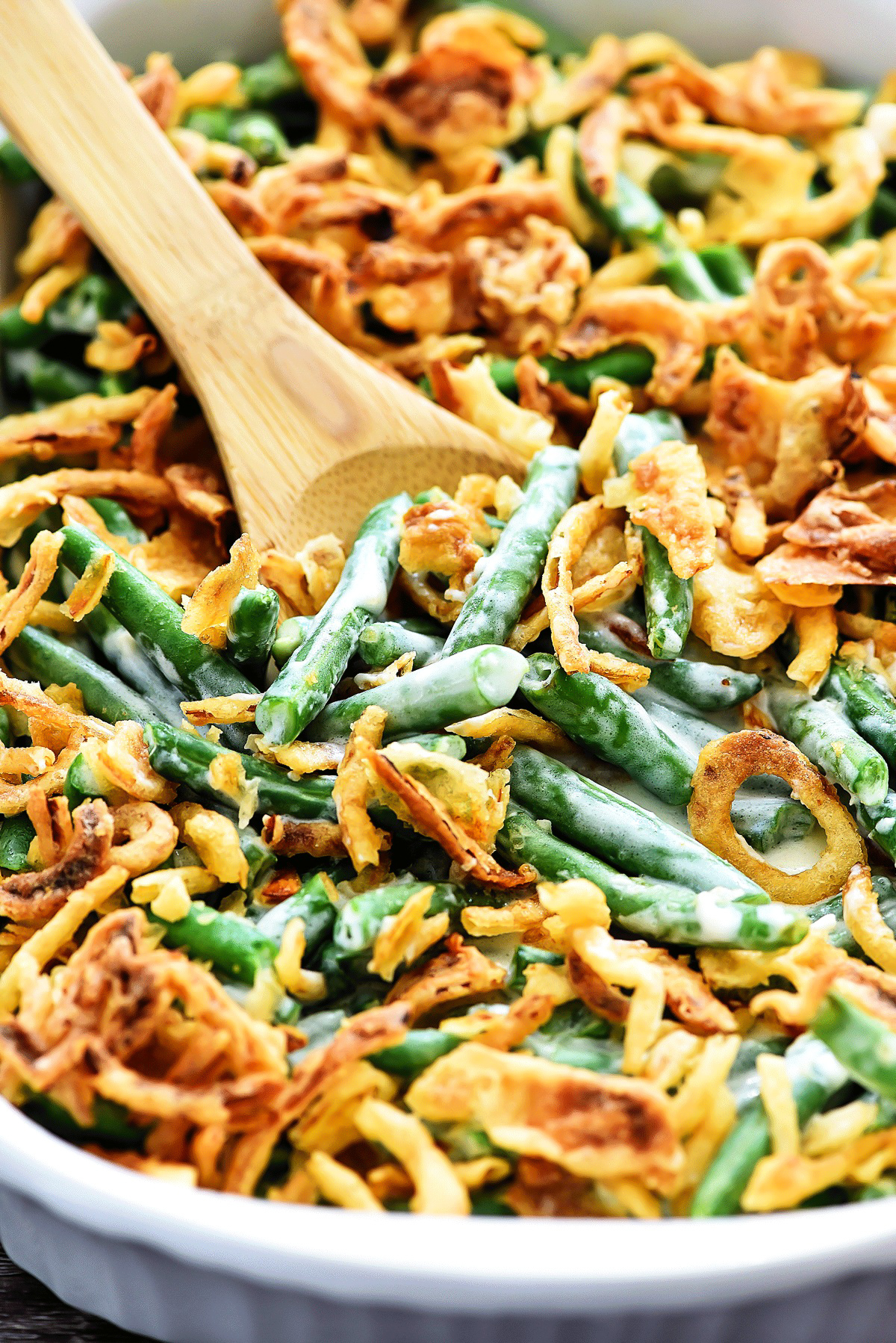 A delicious green bean casserole with a creamy homemade sauce, fresh green beans and lots of fried onions. Life-in-the-Lofthouse.com