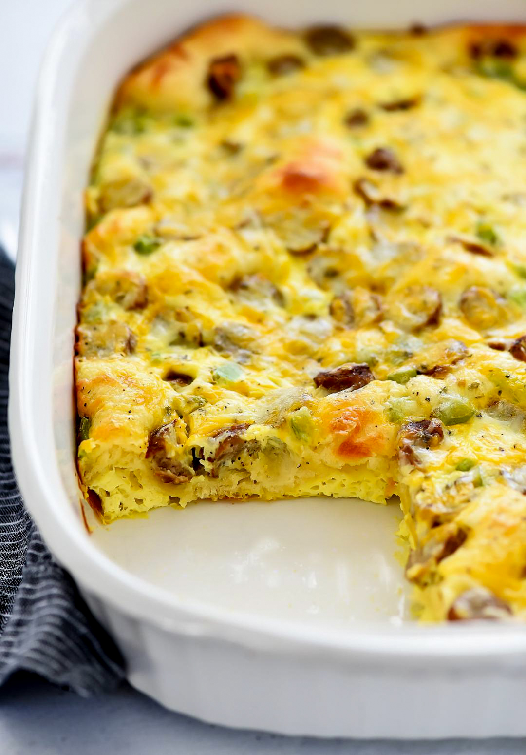 Breakfast Bake is filled with a delicious egg mixture, sausage and green bell peppers over a crescent crust. Life-in-the-Lofthouse.com