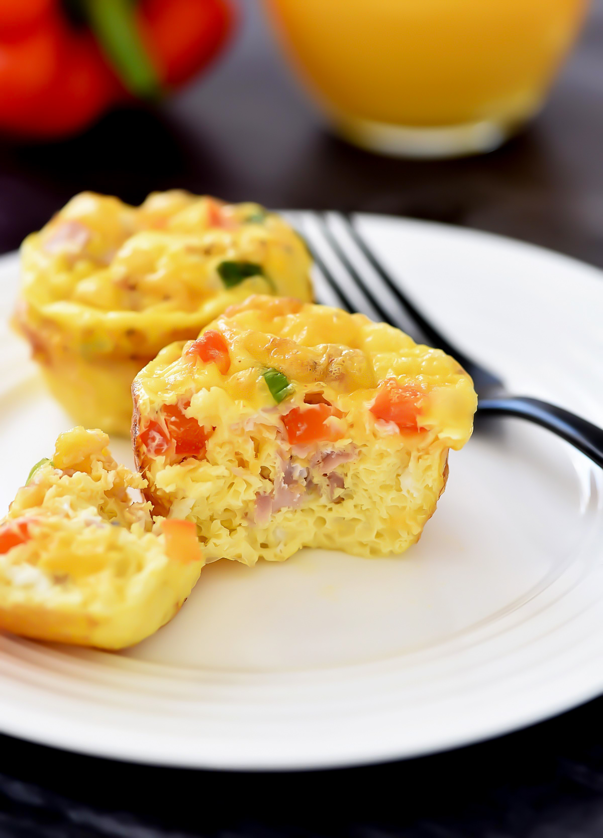 Scrambled Egg Breakfast Muffins are egg muffins filled with ham, green onion cheese and bell pepper. Life-in-the-Lofthouse.com