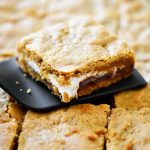 S'mores Cookie Bars have all the flavors of traditional s'mores but in cookie bar form. Life-in-the-Lofthouse.com
